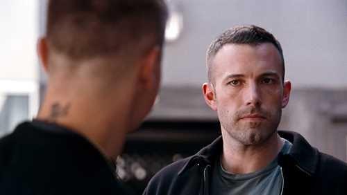 Doug (Ben Affleck) e Jem (Jeremy Renner) in una scena del film