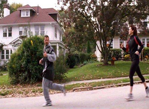 Tiffany insegue Pat mentre fa jogging